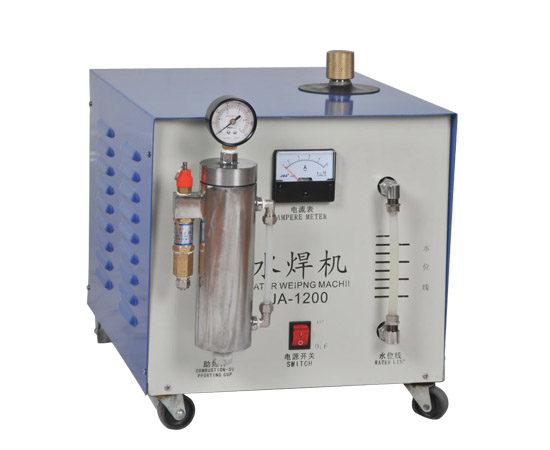 金迪隆氢氧发生器产生的氢氧混合气(又称布朗气)催化燃烧具有二恶英抑制作用。  (1)常规含碳燃料不完全燃烧可能产生五氯酚,在炉膛尾部形成二恶英,引入布朗气使碳黑和烟气排放同步降低,减少了五氯酚生成带来的二恶英排放和碳黑颗粒吸附的二恶英。 (2)由氢氧发生器产生的氢氧混合气带有一定的碱性水溶液,碱的氧化性气氛已有前人验证对二恶英有抑制作用。 (3)二恶英的加氢热解效果优于化学热解,在350加热1小时有99%的脱氯效果。固相二恶英的浓度是生成反应、解析反应和分解反应共同作用的结果,而加氢环境使得垃圾焚烧过程中